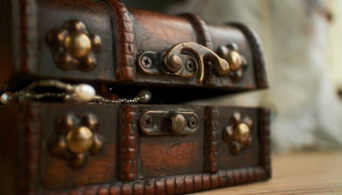 В Швеции нашли клад бронзового века с браслетами и ожерельями