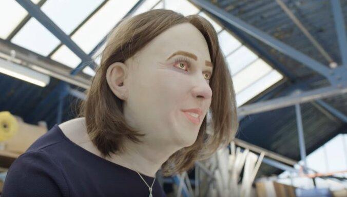 ВИДЕО. Горб, отеки, красные глаза: как выглядит человек, 20 лет проработавший в офисе