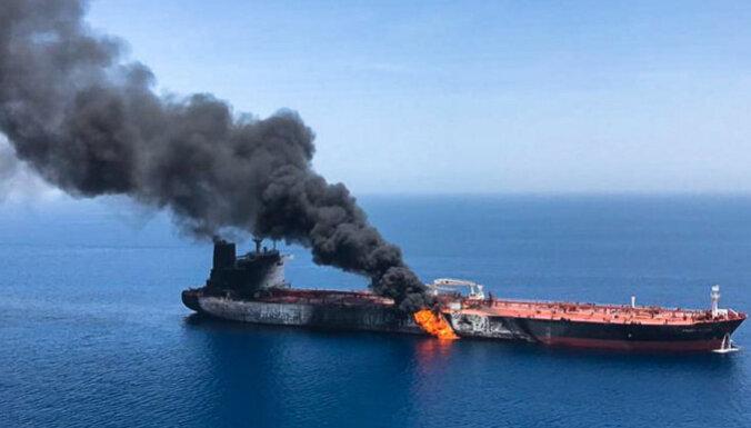 Иранский танкер загорелся в Красном море. Тегеран утверждает, что в него попали ракеты