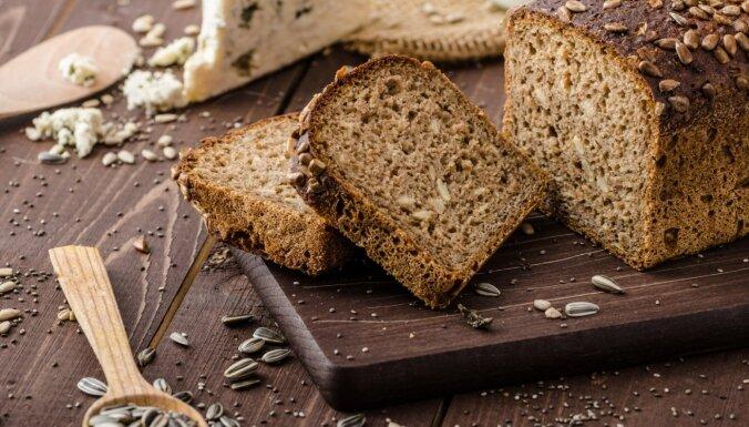 Cepeškrāsnī cepta garda maizīte ar sēkliņām