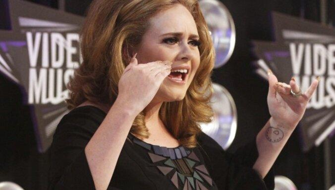 dziedātāja Adele