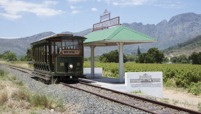 Cauri vīnogu laukiem tramvaja vagonā – Dienvidāfrikas slavenais Vīna tramvajs