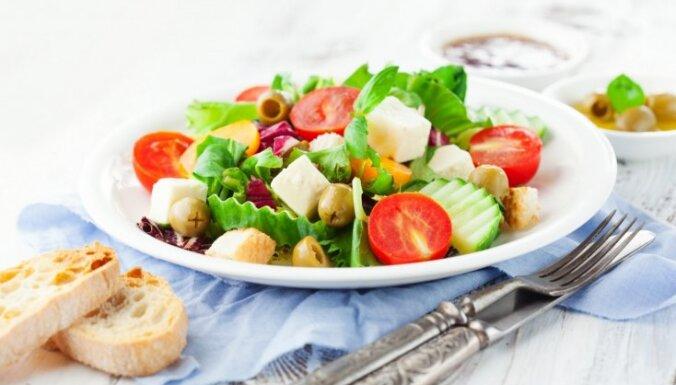 Kad ir vēlme pēc kā vienkārša, bet garšīga – salātu un mērču receptes saulainajām dienām