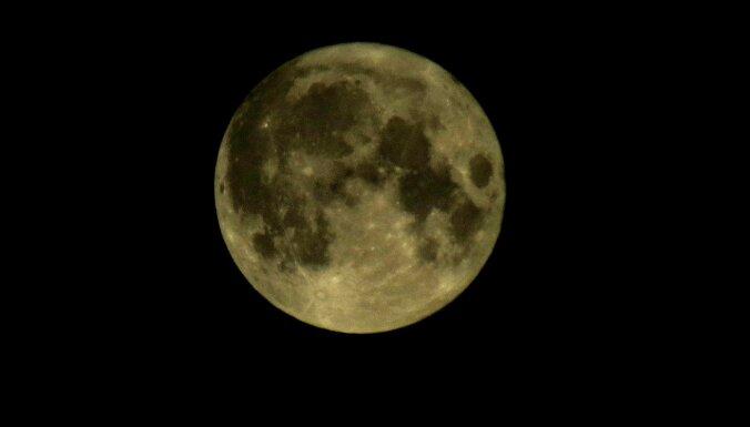 Leons Stiprais: Sarkanais mēness, strazdi oktobrī un 'tīrais' nakts spīdeklis