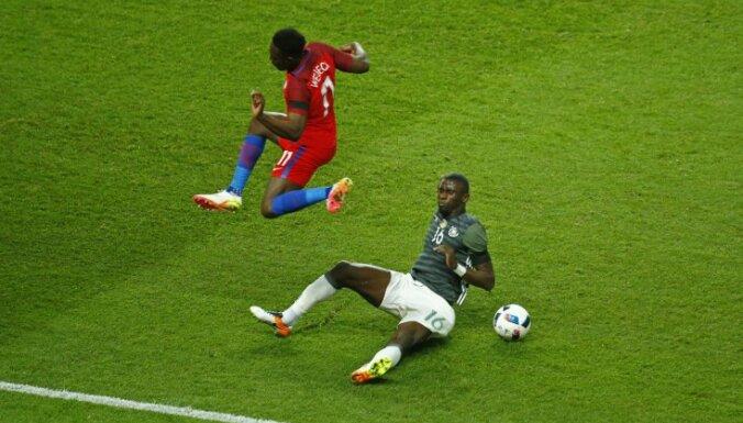 Germany s Antonio Rudiger in action with England s Danny Welbeck