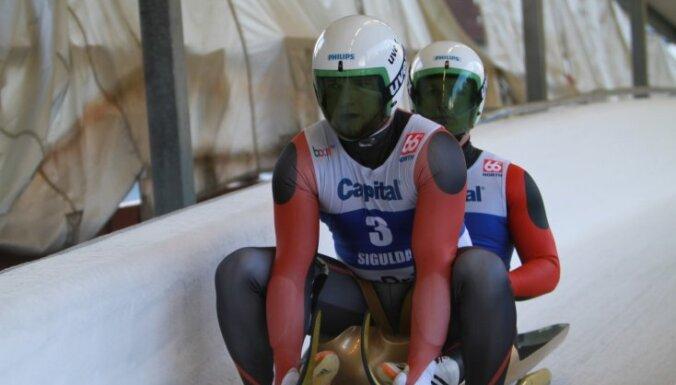 Abas Latvijas kamaniņu divnieku ekipāžas uzreiz aiz goda pjedestāla sprinta sacensībās Kalgari