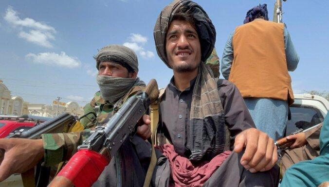 Кабульский университет станет более исламским. Преподаватели уходят, соцсети протестуют