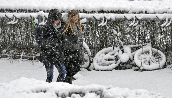 Смертельные снегопады в Европе: погибли минимум 17 человек