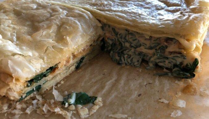 Sāļais 'Napoleons' ar lakšu, spinātu un svaigā siera pildījumu