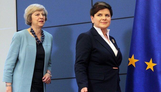 Meja mēģina iedrošināt poļus par viņu nākotni Lielbritānijā pēc 'Brexit'