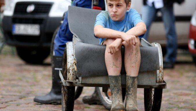 Fotoreportāža: Ungārija un Austrumvācija gatavojas milzu plūdiem