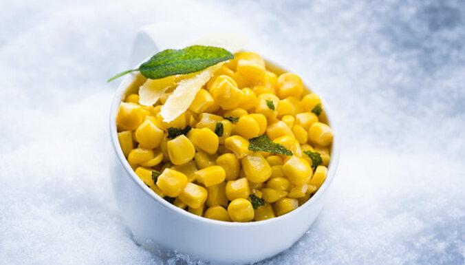 Karstā kukurūza ar salviju un cieto sieru