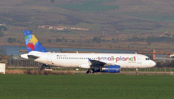 Apturēta Lietuvas čārterreisu lidsabiedrības 'Small Planet Airlines' darbības licence