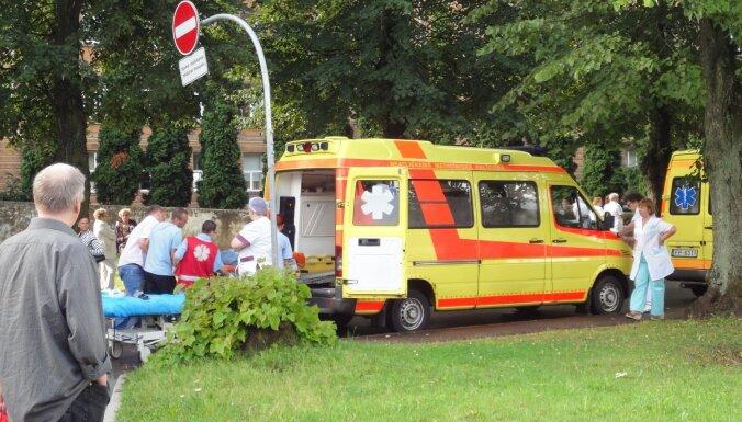 Foto: Kā pirms sešiem gadiem evakuēja Stradiņa slimnīcu