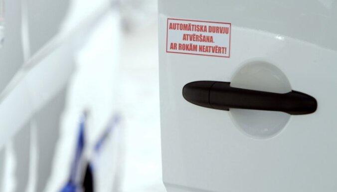 СПИСОК: В Риге временно закрыты некоторые рейсы маршруток