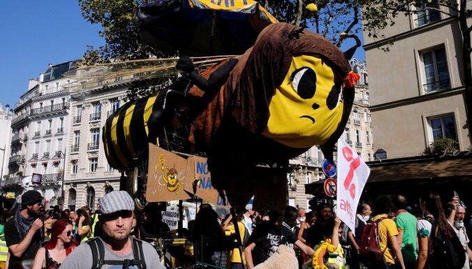 Vides aktīvistu protestus Parīzē izjauc radikāli noskaņoti elementi