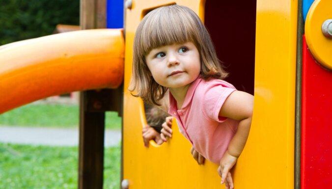 Četri veidi, kā rotaļu laukumi veicina bērna psiholoģisko attīstību