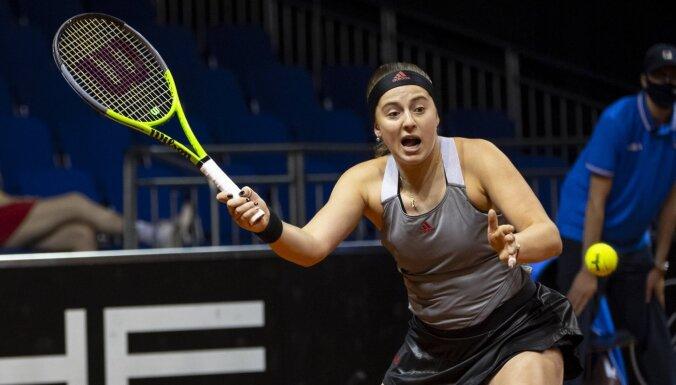 Ostapenko Štutgartes turnīrā netiek galā ar TOP 10 tenisistes Plīškovas servēm
