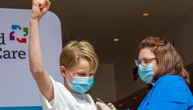 Atkal maldina par Covid-19 vakcīnu izraisītiem bērnu nāves gadījumiem ASV
