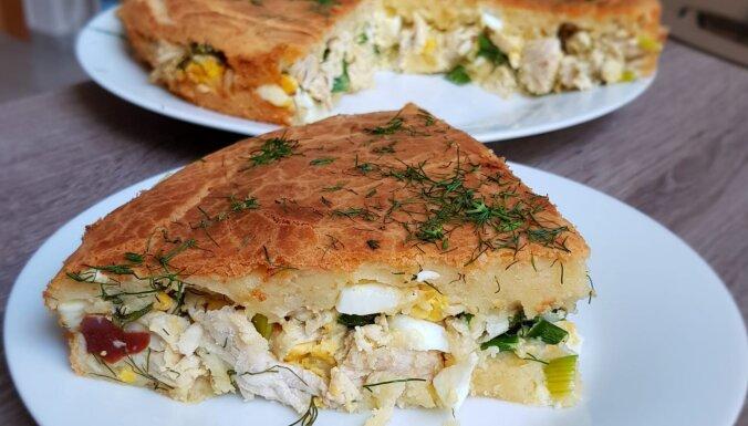 Vienkāršais pīrāgs ar vistas, siera un olu pildījumu