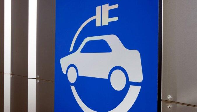 Lielbritānija jaunu dīzeļdegvielas un benzīna auto tirdzniecību aizliegs ātrāk nekā plānots
