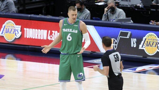 Porziņģim 'double-double' spēlē pret 'Knicks'; Bertāns nedodas laukumā