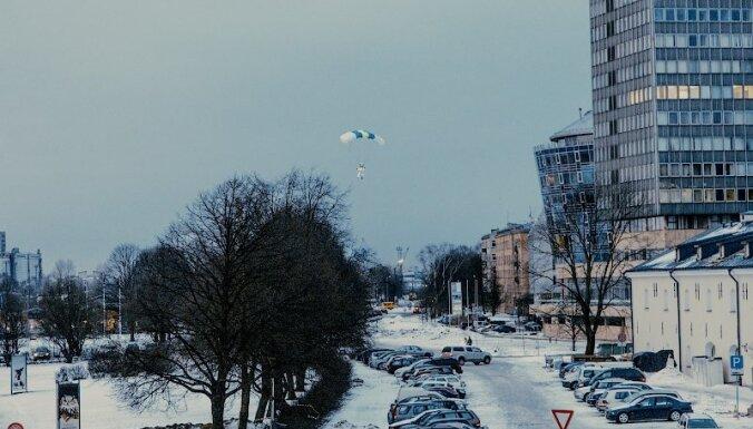 Lēcienā no ZM ēkas jumta iesaistīts arī Igaunijas pilsonis