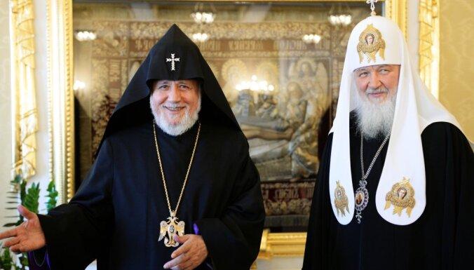 Armēnijas katolikoss Karekins II iesaistās Krievijas-Ukrainas baznīcu strīdā