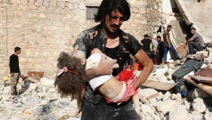 Krievija paziņo par humāno koridoru atvēršanu ielenktajā Alepo