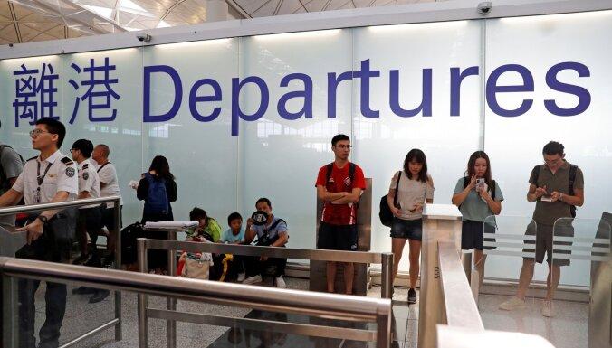 Honkongas lidostā atkal pārtraukta lidmašīnu izlidošana
