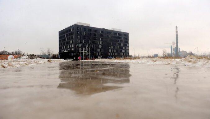 В четверг по всей Латвии будет идти дождь, на дорогах будет скользко