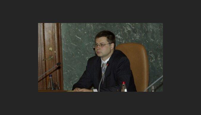 Dombrovskis neizslēdz iespēju koriģēt minimālās algas lielumu