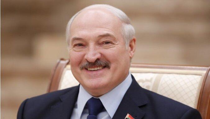 ВИДЕО: Лукашенко собрал арбузы в компании молодых женщин