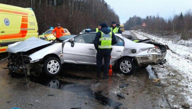 Минсобщения: в 2017 году в ДТП на дорогах Латвии погибли 134 человека