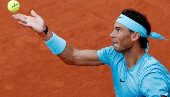 Nadals sasniedz 'French Open' otro kārtu