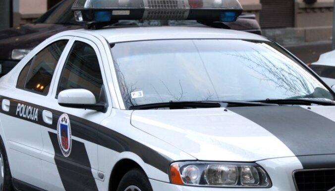 Ozolnieku novadā sadursmē ar kravas auto gājis bojā 'VW Passat' vadītājs