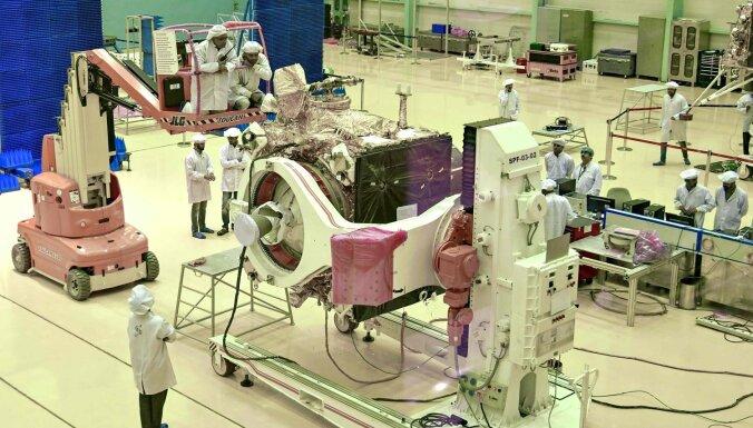 Indijas otrā misija uz Mēnesi atlikta