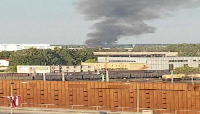 Пожар в Плявниеках: на месте ЧП работают более 40 спасателей, перекрыто движение
