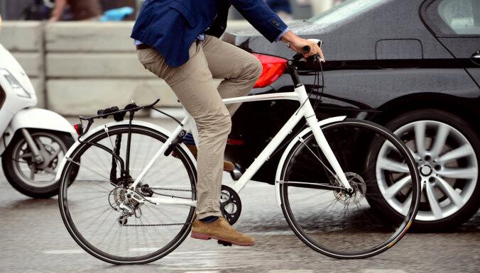 В Пурвциемсе сбит велосипедист: ищут очевидцев ДТП
