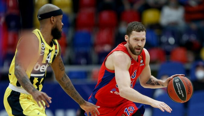 Strēlniekam trīs punkti; CSKA pārspēj Berlīnes 'Alba'