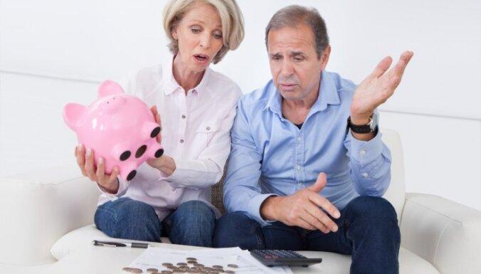 "Социологи: латвийцы ""много хотят"" в плане пенсий и соцуслуг"