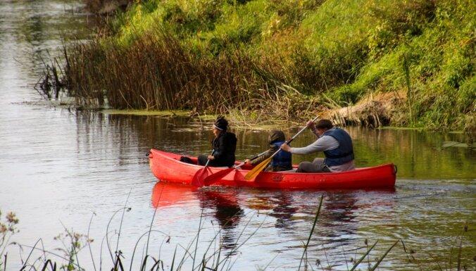 Aicina aktīvā laivu braucienā pa Bārtas upi