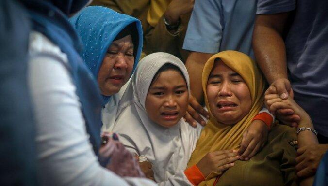 ФОТО, ВИДЕО: В Индонезии Boeing 737 упал в море: погибли 189 человек