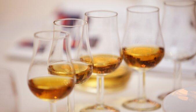 Сотрудник ГПСС незаконно торговал водкой и виски