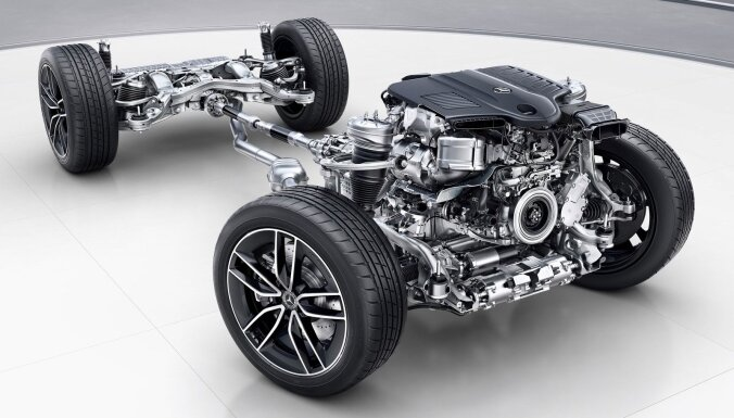 'Mercedes-Benz' tuvāko 20 gadu laikā atteiksies no iekšdedzes dzinējiem