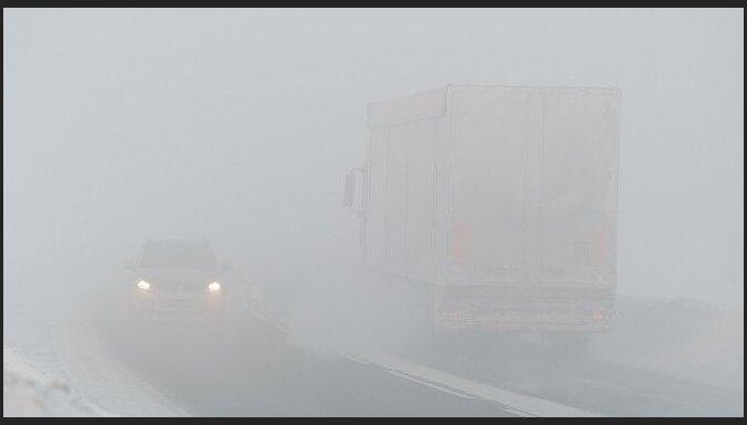 Turpinās zādzības uz valsts autoceļiem - nozagti desmit kilometru rādītāji ar stabiem