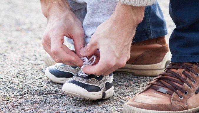 Mājas frontē dominē tradicionālās vērtības; mudina vīriešus vairāk iesaistīties tēva lomā