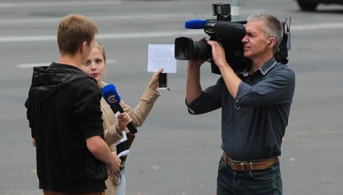 'Laimīgais baltkrievs': aculiecinieks nofotografē, kā strādā Minskas propagandisti