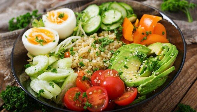 Kad gaļas vietā stājas avokado: 22 salātu receptes pavasarīgām maltītēm