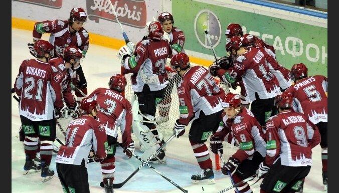 Rīgas 'Dinamo' izcīna uzvaru Liepājā